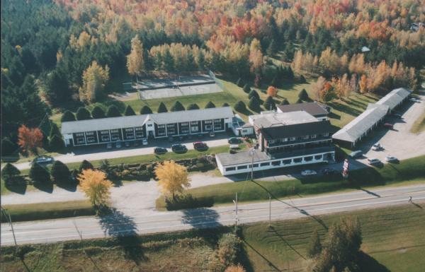 H tel motel horizon sutton h tels cantons de l 39 est for Auberge jardin champetre magog
