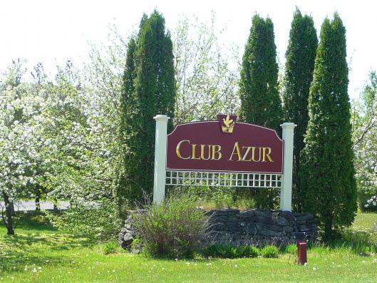 Club azur magog chalets condos et appartements for Club azur magog piscine