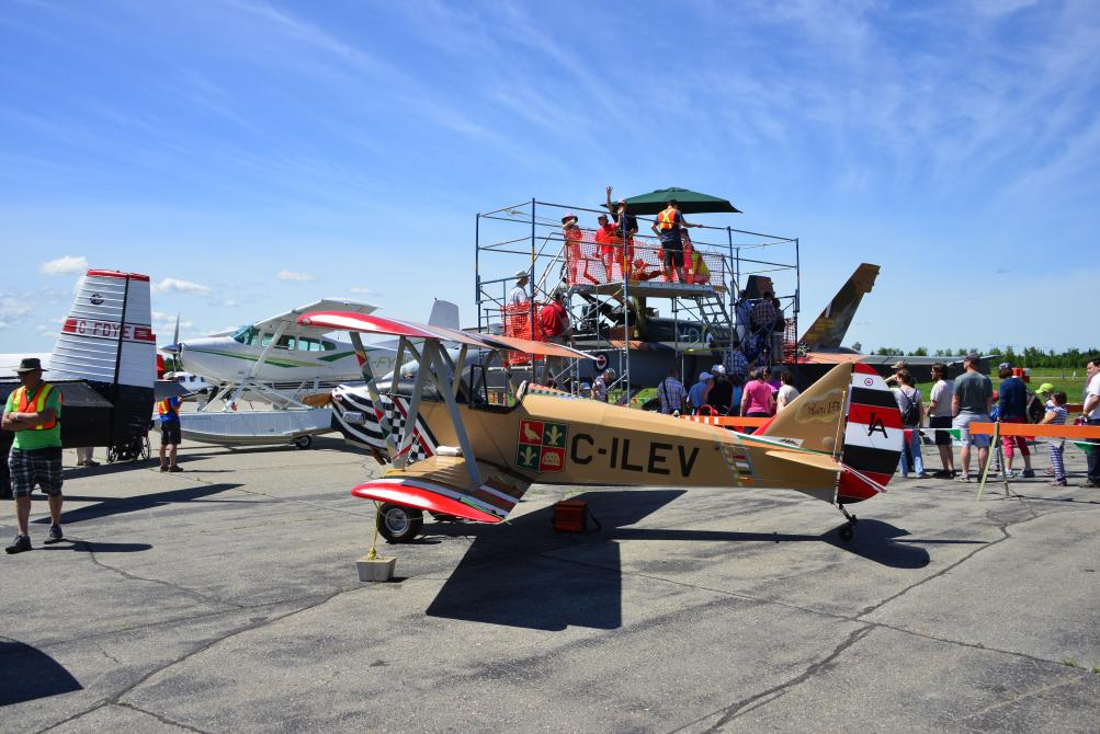 Les Faucheurs de marguerites: Spectacle d'aviation, Aéroport de Sherbrooke